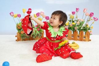 イチゴ衣装1歳BD.JPG