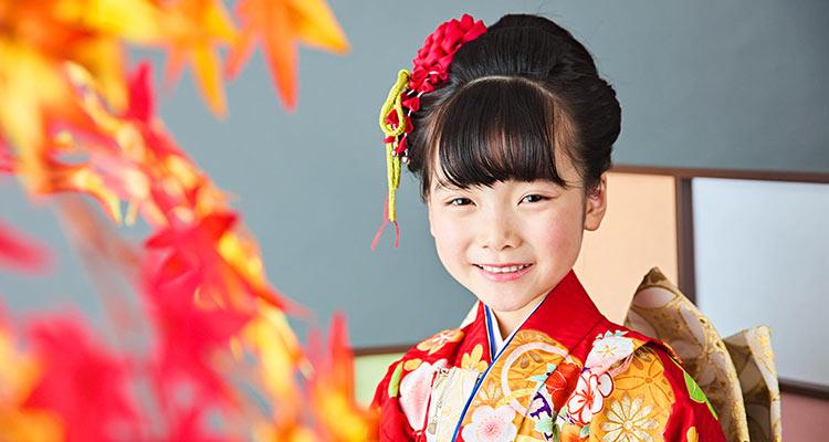 5b00e2b11d4eb 7歳の女の子のお祝い. 7歳の女の子のお祝い. 7歳の七五三のお祝いは、着物 ...